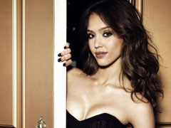 Beautiful Jessica Alba does a sensual pose in her black dress