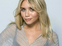 Petite celeb Ashley Olsen is wearing sexy dresses on red carpets