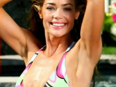 Denise Richards is spotted wearing sexy bikini with her boyfriend