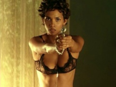 Celebrity hottie Halle Berry shows off her sexy luscious body